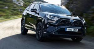 Toyota RAV4 2.5 Hybrid Active Edition nyt VUODEKSI 429 €/kk! Tutustu tästä https://www.toyotaairport.fi/yritys/tarjoukset-ja-kam...