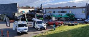 Toyota Airportin yritysmyynti esittelee Truckmaster kevytkuorma-autoa, Toyota Proace L2:sta hyllystöratkaisulla sekä Toyota Proa...