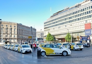 Taksiala muuttuu ja olemme muutoksen kärjessä! Hienoa olla luovuttamassa ensimmäistä erää autoja liikenteeseen. Huollot ja palvelut ammattilaisille tuottaa Airport ja Itäkeskus